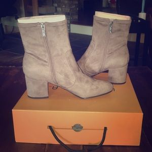Unisa ankle boot size 9